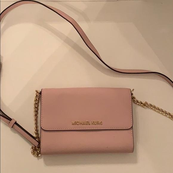 504f96bfb400 Blush Pink Michael Kors CrossBody Bag. M_5bd67006de6f62b21dc5ba2f